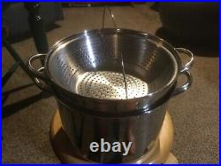 Pre Owned Williams-Sonoma 8 Qt. Stockpot, Strainer, Glass Lid. Stainless
